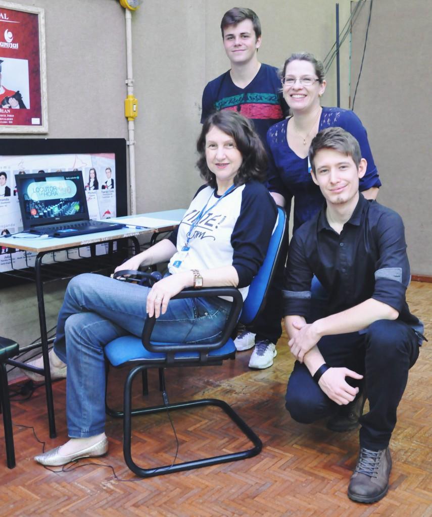Professoras Rúbia Schwanke e Vera Raddatz com os estudantes Mathias Berwig e Matthias Trennepohl durante o Profissional do Futuro